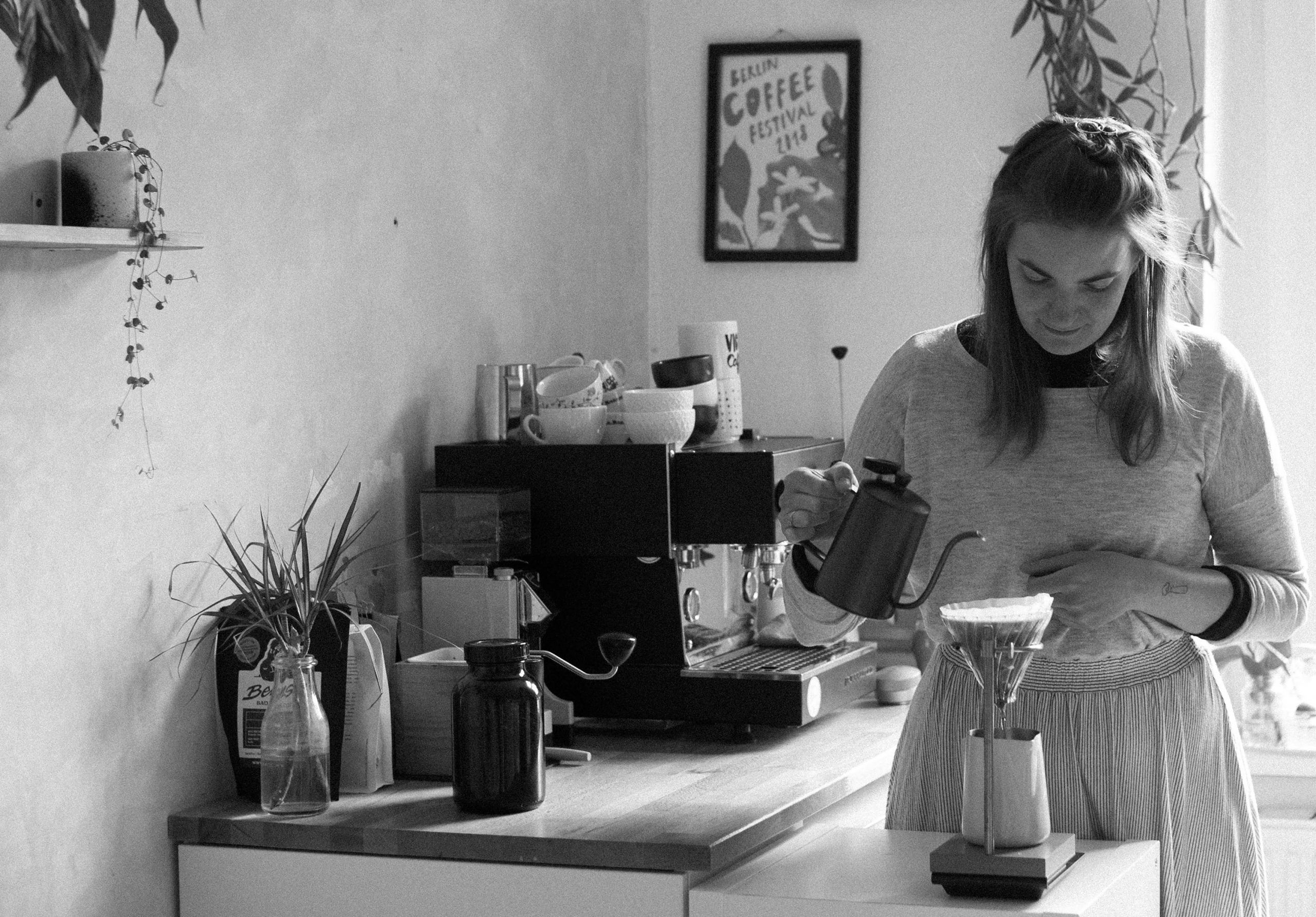 Anna macht Kaffee